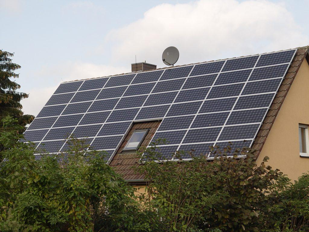 Henke Solartechnik für Rinteln - Energie-Fachberater: Vergütungssätze für Strom aus Photovoltaik von Mai bis Juli 2014 - Einspeisevergütung für Solarstrom sinkt um ein Prozent