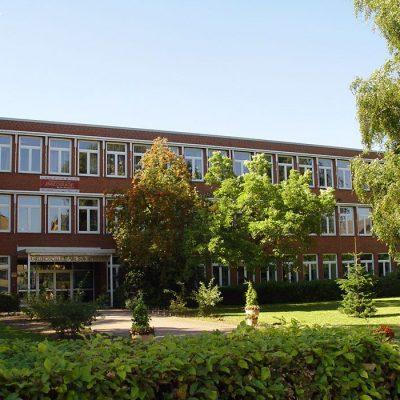 Henke Dachdecker - Flachdachabdichtung mit integrierter Photovoltaik – Anlage in Stadthagen (Landkreis Schaumburg)
