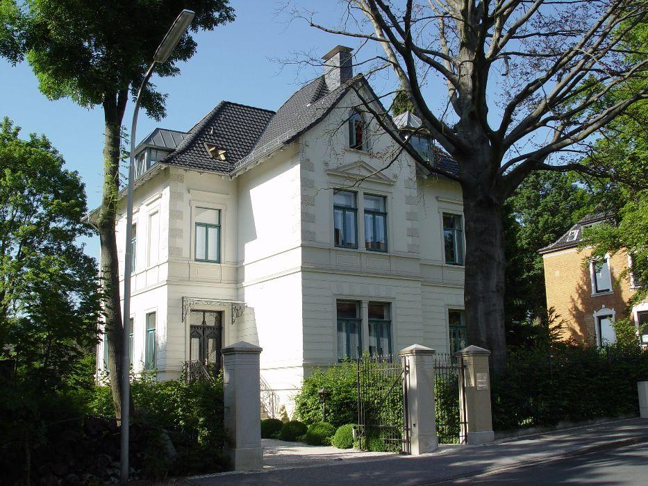 Henke Dachdecker - Steildacheindeckung mit Tondachziegeln in Bückeburg (Landkreis Schaumburg-Lippe)