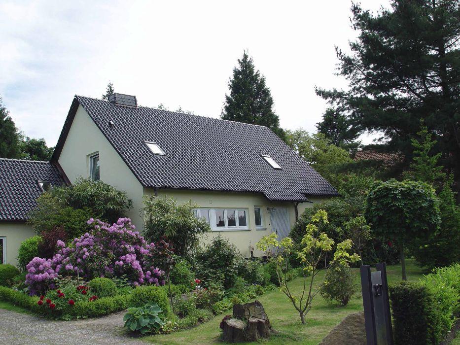Henke Dachdecker für Schaumburg - Dacheindeckung mit Tondachziegeln von Meyer-Holsen in Nienstädt