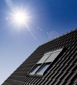 Henke Dachdecker für Rinteln - Rollläden überzeugen das ganze Jahr über: Im Sommer schützen sie vor grellem Sonnenlicht und reduzieren die Hitzeeinstrahlung