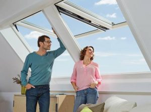Henke Dachdecker und Zimmerei für Rodenberg - Wohnkomfort auf Knopfdruck - Das neue Dachfenster RotoComfort i8