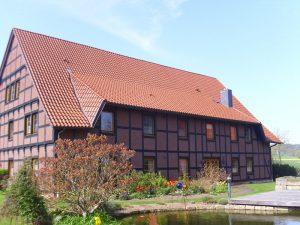 Henke Dachdecker - Dacheindeckung mit Tondachziegeln in Apelern bei Rodenberg (Landkreis Schaumburg-Lippe)