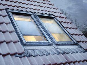 Mit Velux Sonnenschutz-Produkten lassen sich dekorative Akzente im Dachgeschoss setzen.