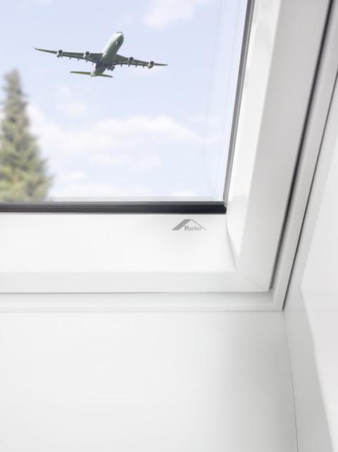 Henke Dachdecker für Bad Nenndorf - Roto Dachfenster RotoQ in Kunststoff bricht Schallschutz-Rekord