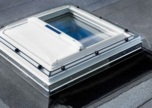 Henke Dachdecker für Bückeburg - VELUX Flachdach-Dachfenster Hitzeschutz