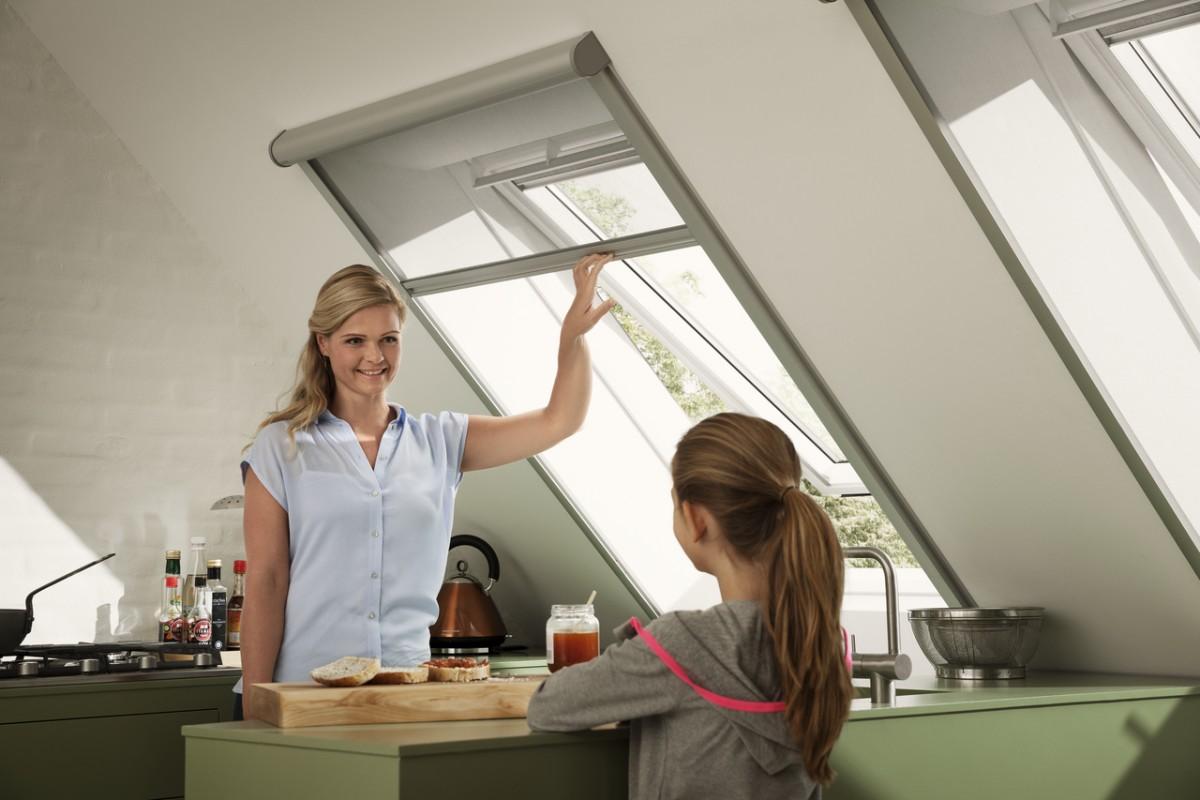 velux dachfenster der einfachste schutz vor stichen und bissen heinrich henke gmbh. Black Bedroom Furniture Sets. Home Design Ideas