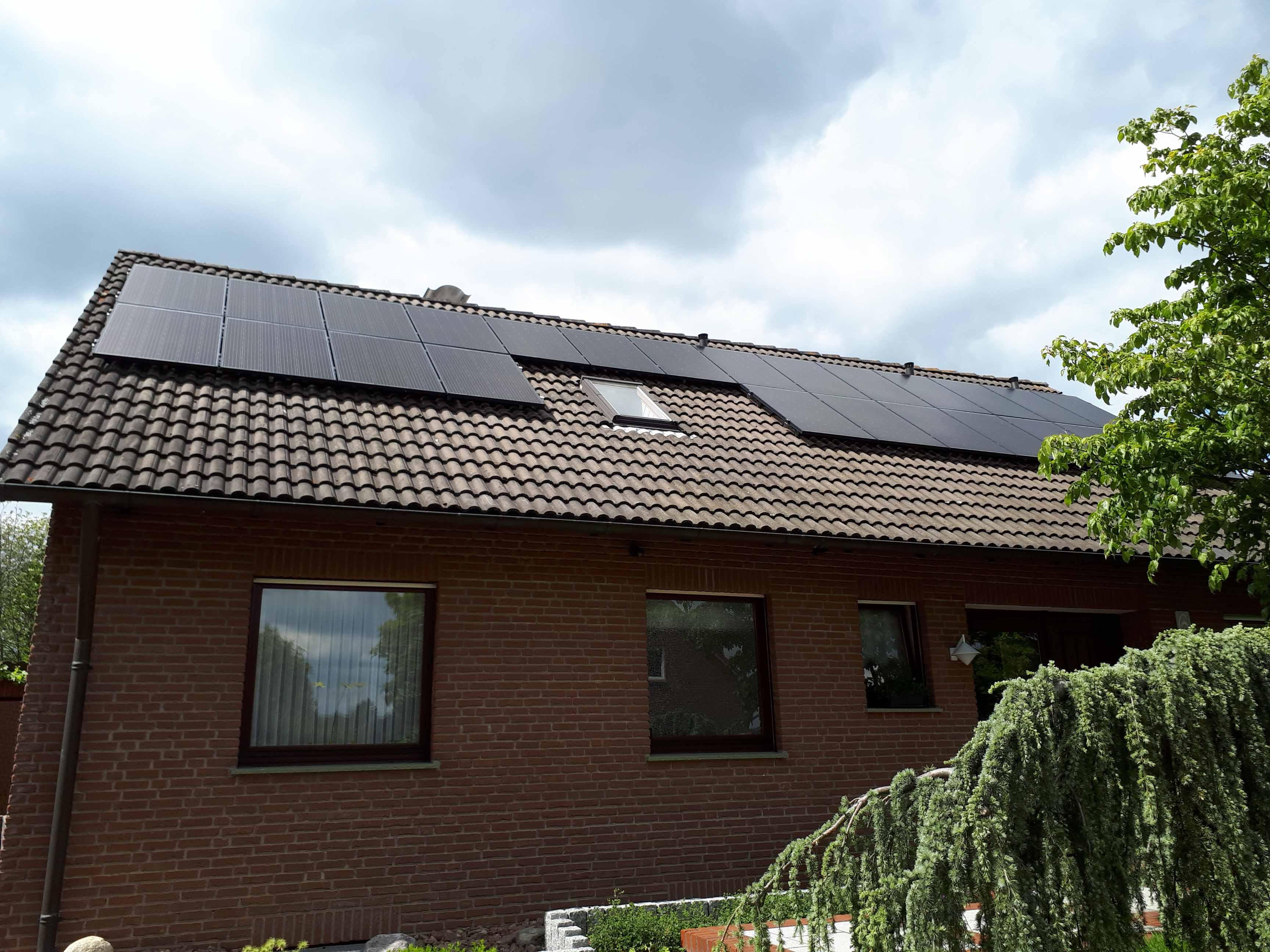 Henke Dachdecker | Zimmerei | Solartechnik - Photovoltaik - Anlage 7,88 kWp in Stadthagen (Landkreis Schaumburg-Lippe)
